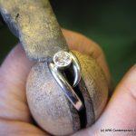 Setting a diamond